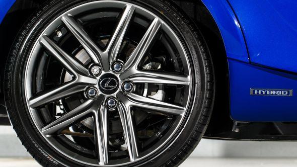 IS 300h F Sport wheel