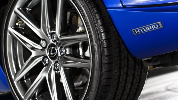Lexus IS 300h wheel and logo