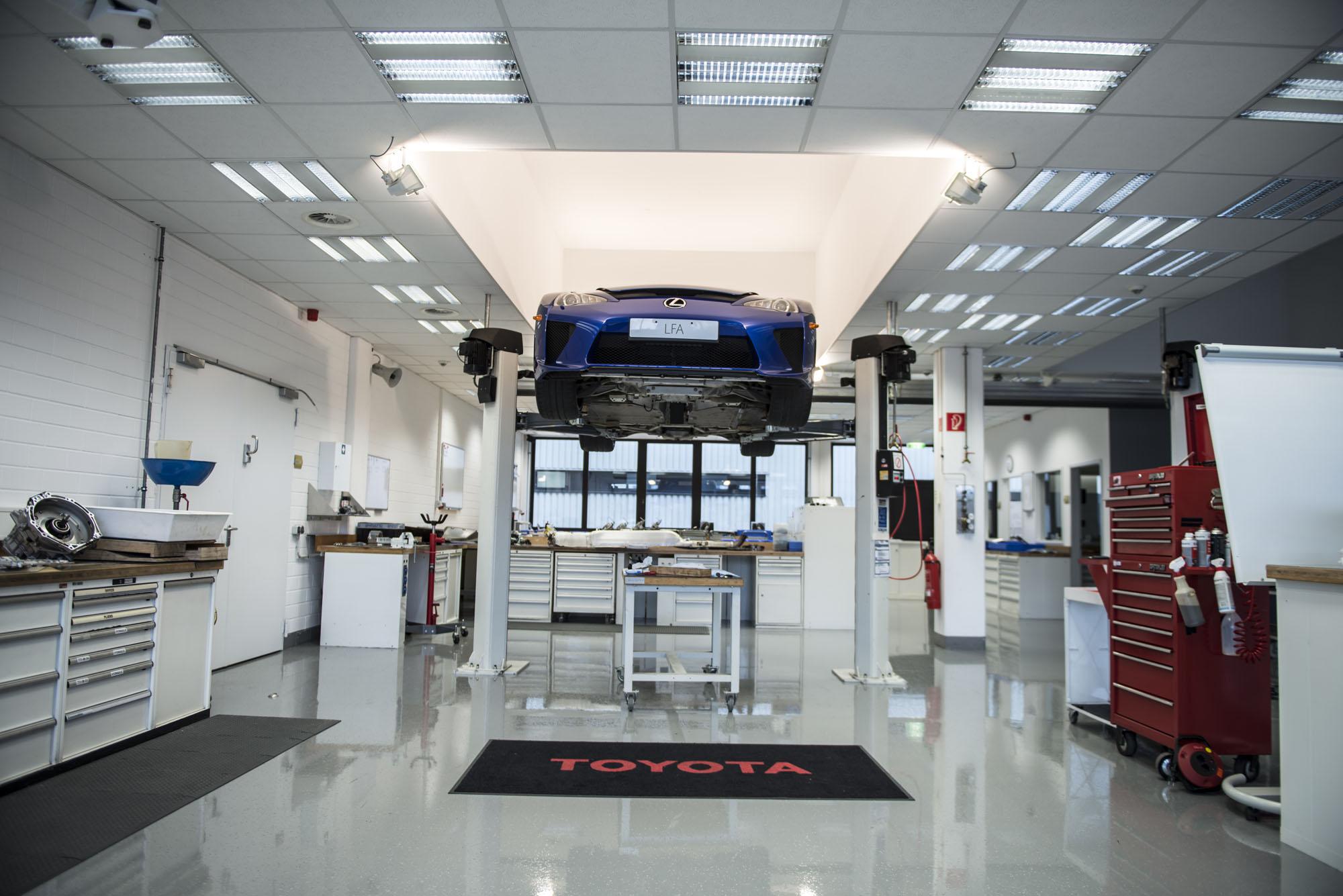 How to service a Lexus LFA