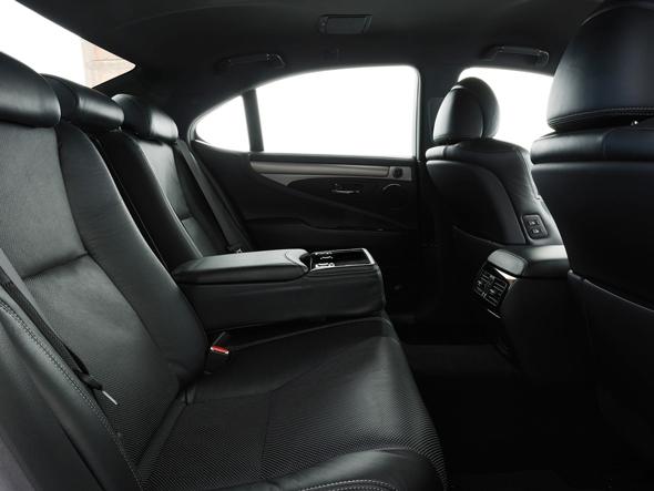 Lexus LS interior rear