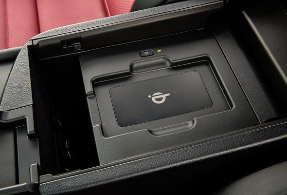 Lexus NX 300h Technology wireless phone charger