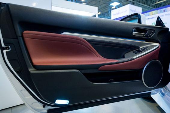 Lexus RC door