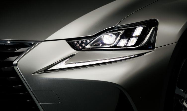 2017-lexus-is-headlights