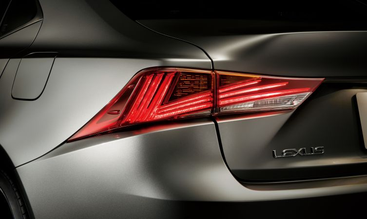 2017-lexus-is-rear-lenses