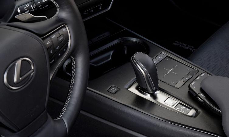 UX 300e driving