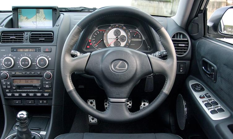 Lexus IS steering wheel design