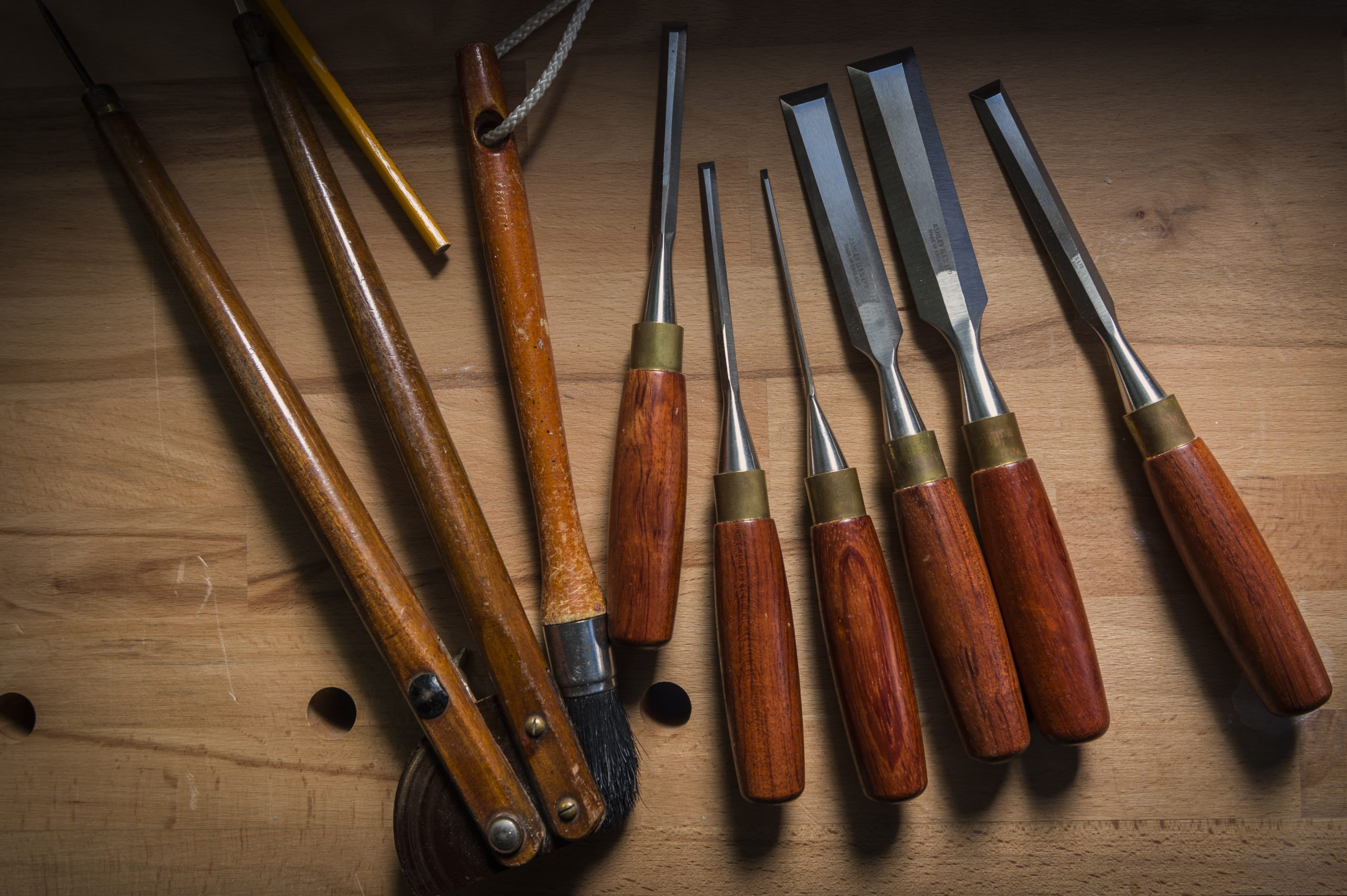 Hand carvong chisels