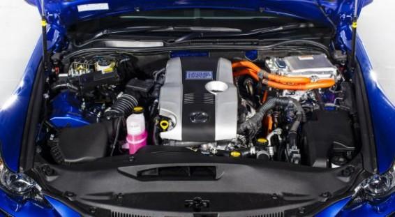 Lexus IS 300h engine bay