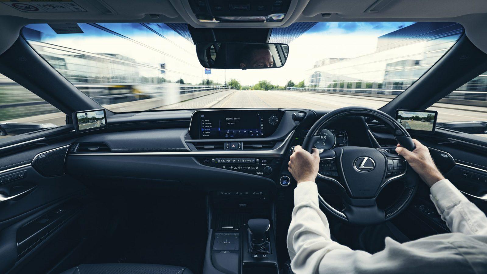 Lexus ES 330h interior