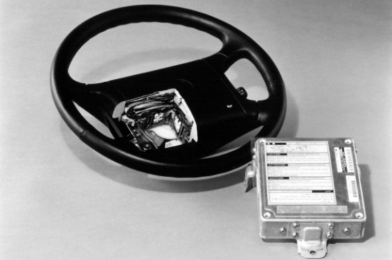 Lexus LS 400 tilt-and-telescopic steering wheel SRS air bag
