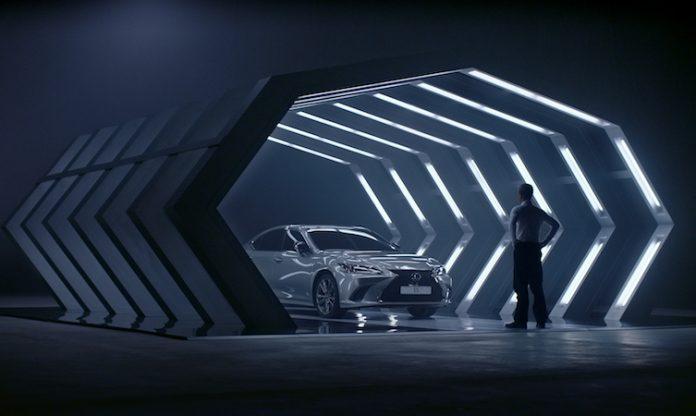 2019 Lexus ES film 012