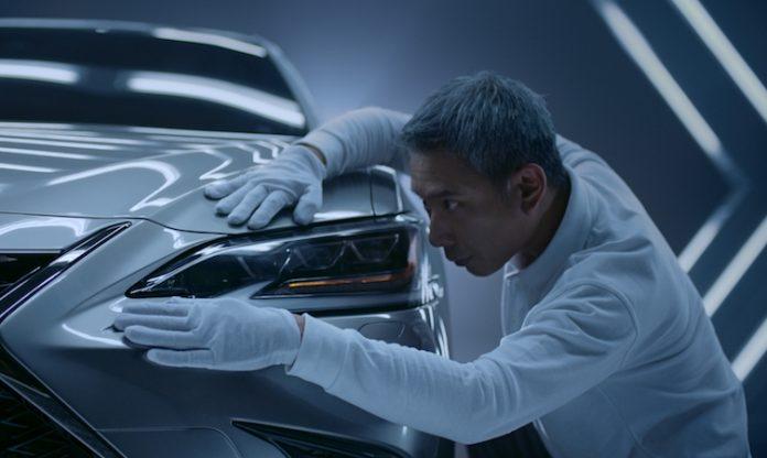 2019 Lexus ES film 011