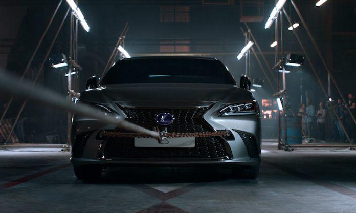 2019 Lexus ES film 005