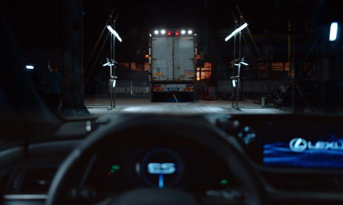 2019 Lexus ES film 004