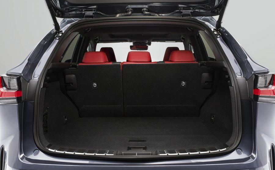Lexus plig-inhybrid boot space
