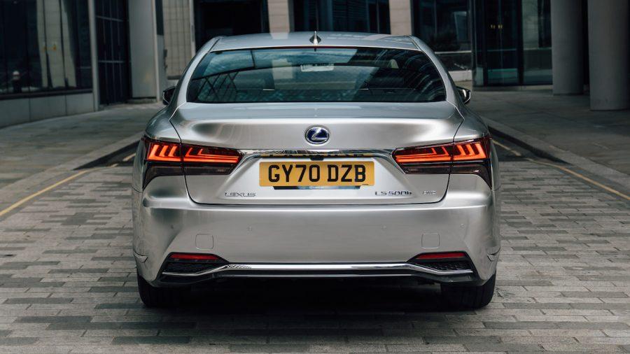 Lexus LS – rear
